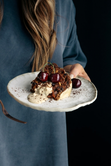 Quick+%26+Healthy+Christmas+Pudding+with+Cashew+Brandy+Creme++%7C++Gather+%26+Feast