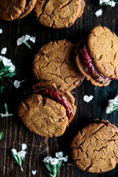 Vanilla+Spelt+Cookies+with+Avocado+Chocolate+Filling+%26+Berry+Chia+Jam++%7C++Gather+%26+Feast