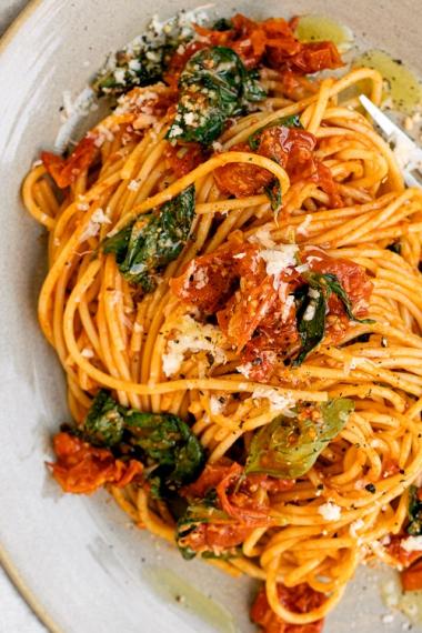 Simple+Roasted+Tomato+%26+Smokey+Chili+Spaghetti++%7C++Gather+%26+Feast